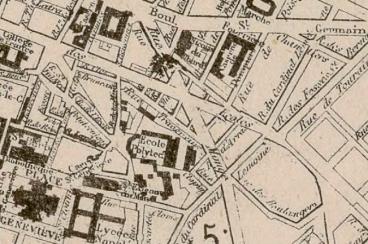 À l'angle des rue Monge et des Écoles, le square Monge