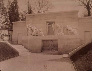 Monument aux morts, Père Lachise, par Eugène Atget